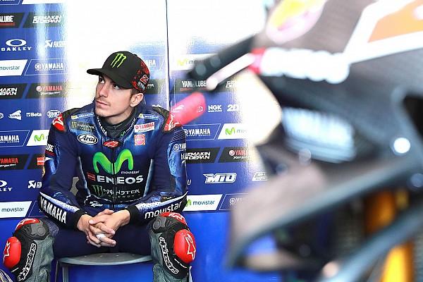 MotoGP Viñales met handen in het haar na