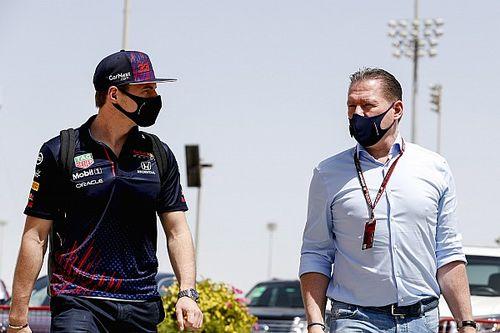 """Jos Verstappen: """"Pérez no es un panqueque, lo de Max es excepcional"""""""