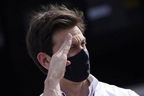 Wolff elárulta, hány embert környékezett meg a Red Bull, illetve mennyien álltak át