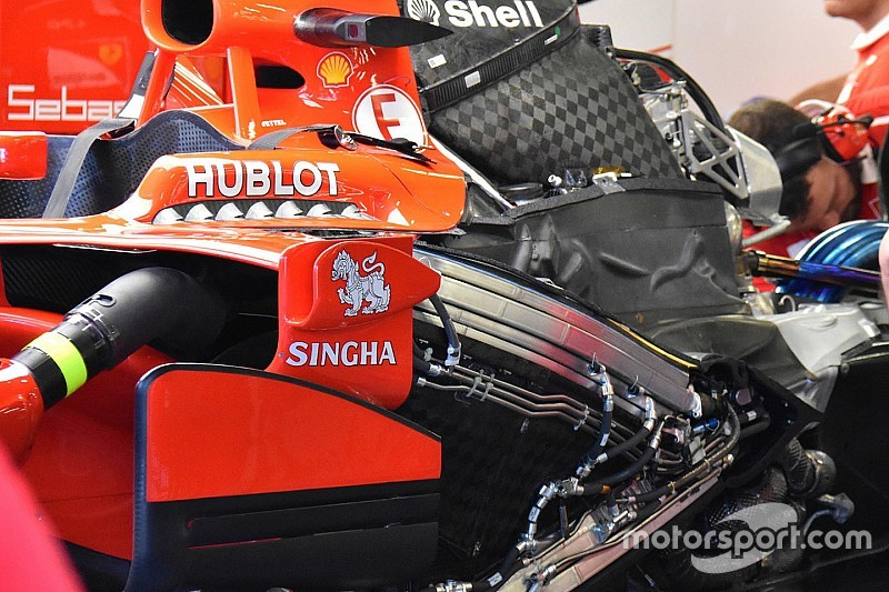 Motor Vettel onbeschadigd na startcrash in Singapore