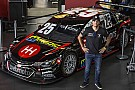 Tuka Rocha lança carro para temporada 2017 da Stock Car