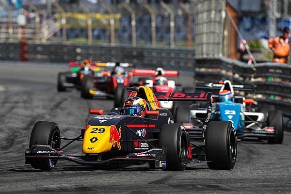 Formule Renault Special feature MP Motorsport tevreden met rol Red Bull-waarnemer Jos Verstappen