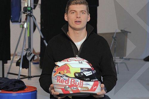 Verstappen svela il suo nuovo casco: è il primo modellato dalle nuove regole FIA