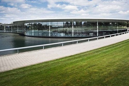 A McLaren 170 millió fontért eladta F1-es gyárát egy visszlízing megállapodás keretében