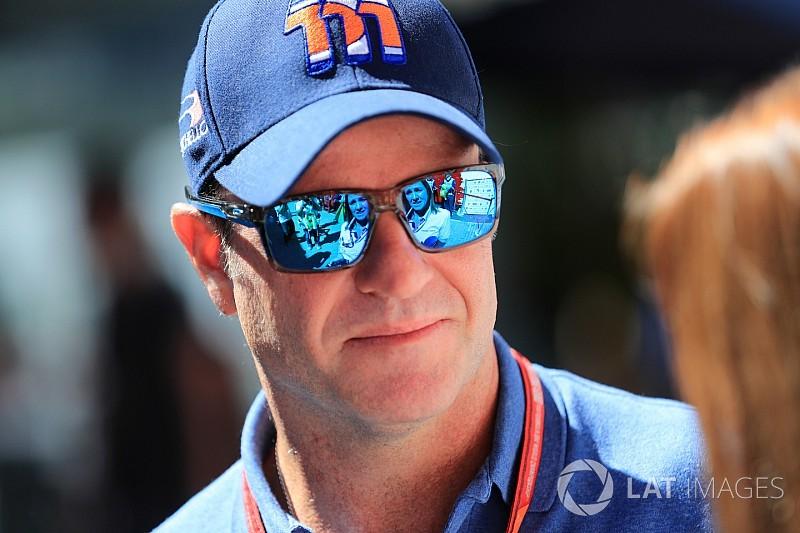 Após alta, Barrichello tem surpresa dos filhos em casa