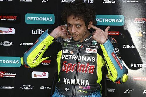 """Rossi: """"No sé por qué las Yamaha oficiales van bien y nosotros sufrimos"""""""