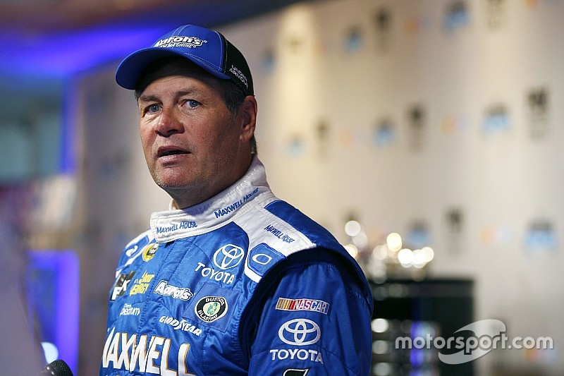 Michael Waltrip facing bittersweet Daytona 500 without MWR