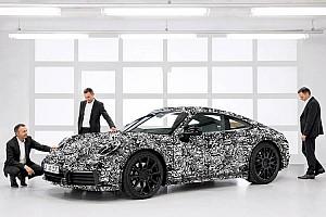 Automotivo Últimas notícias Porsche atiça fãs com as primeiras fotos oficiais do novo 911