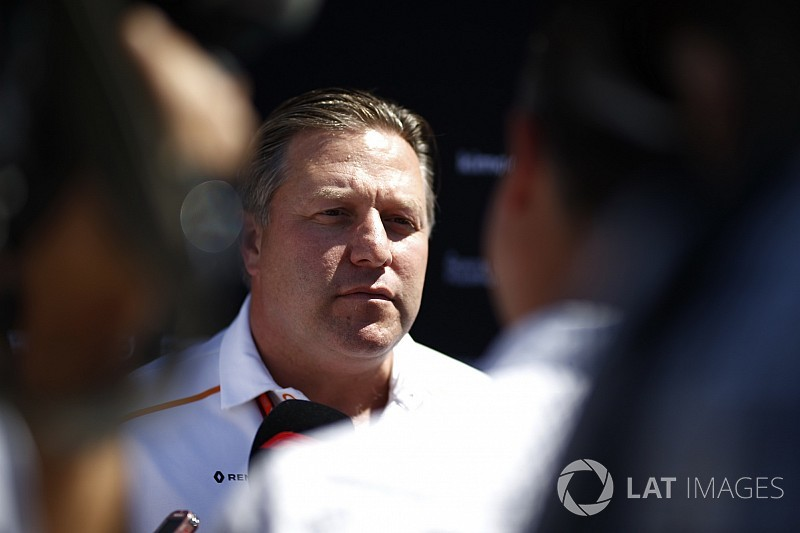 """Brown: processo de tomada de decisão da McLaren é """"travado"""""""