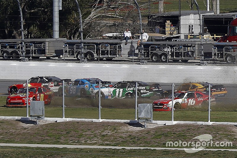 2 Rote Flaggen: Zerfahrener NASCAR Xfinity-Auftakt 2017 in Daytona