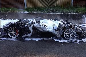 Auto Actualités Une Ferrari F12tdf complètement détruite par un incendie