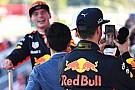 Ricciardo elvette Hamilton telefonját: videón a trollkodása