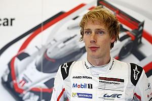 IndyCar Actualités Brendon Hartley regarde
