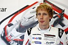 IndyCar Brendon Hartley regarde
