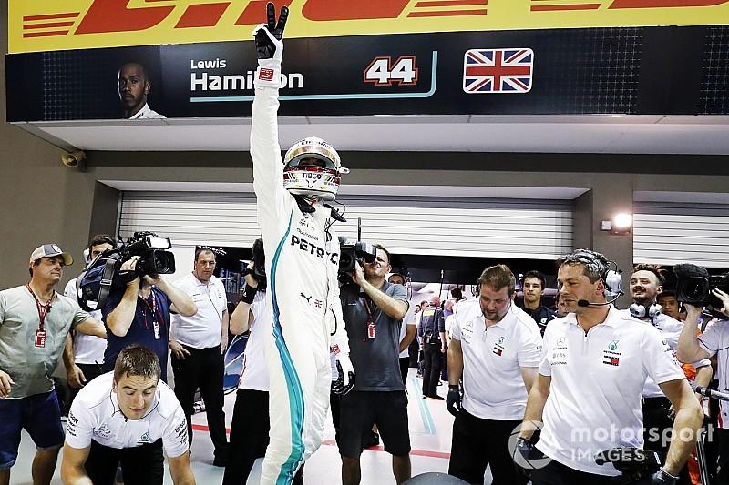 """Hamilton define volta de pole como """"mágica"""" em Singapura"""