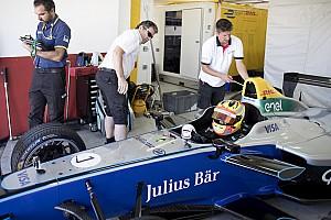 Formula E Breaking news GALERI: Aksi Rio Haryanto di tes Formula E Valencia