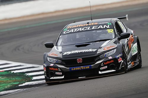 Donington Park BTCC: Shedden cruises to victory in first race