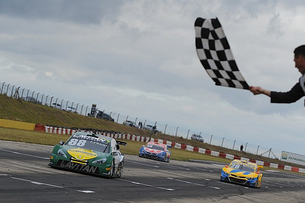 Stock Car Brasil Brazilian V8 Stock Cars: Races full of alternatives award Felipe Fraga and Max Wilson