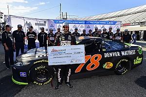 NASCAR Cup Qualifiche Truex regola Kyle Busch e si prende la pole a Dover