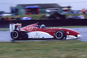 Другие Формулы Новость Машина Райкконена из Формулы Renault выставлена на продажу