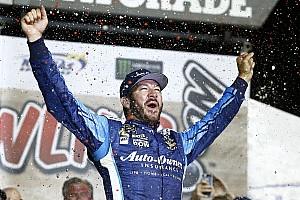 NASCAR Cup Reporte de la carrera Truex Jr. gana una accidentada carrera en Kansas