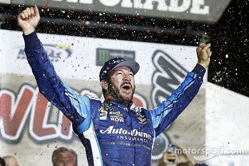 Труэкс выиграл этап NASCAR в Канзасе