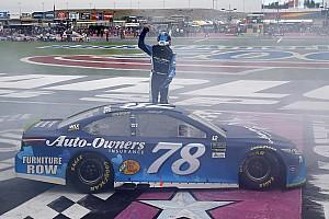 NASCAR Cup Gara A Charlotte vince a sorpresa Martin Truex Jr