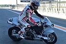 Automotive Keanu Reeves rueda con una Vyrus y Nico Terol en Cheste