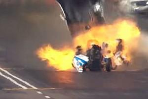 NHRA News Video: Motorenexplosion bei wildem Dragster-Crash