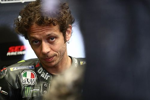 Madre de Valetino Rossi: él no se retirará a mitad de temporada