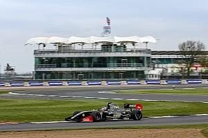 Fórmula V8 3.5 Relato da corrida Pietro Fittipaldi domina e vence corrida 2 em Silverstone