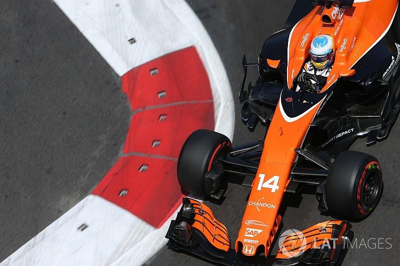 """Alonso: """"No es que vaya lento para entrar a boxes, esa es mi velocidad en recta"""""""