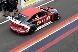 TCR Deutschland Gara Zandvoort, Gara 1: Langeveld vince nonostante pioggia e incidenti