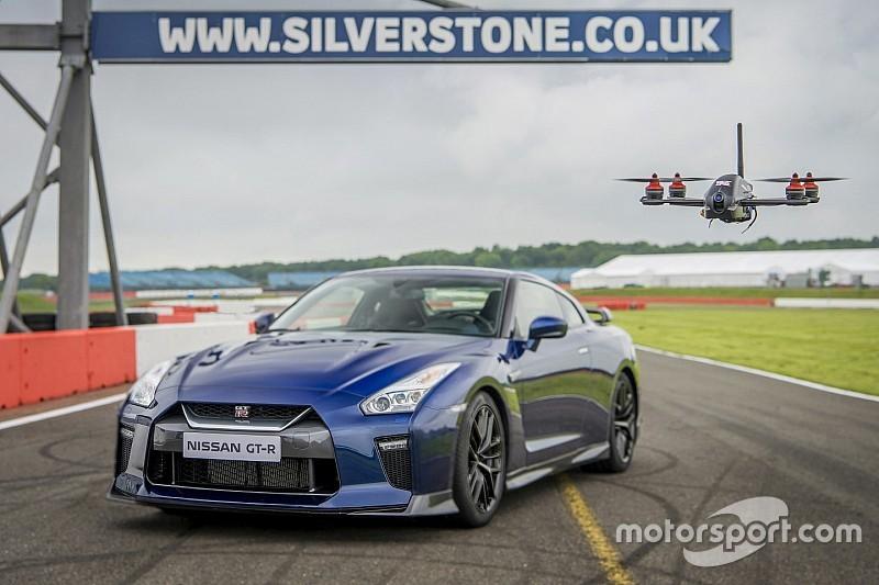 Bijzondere race: coureur in Nissan GT-R vs. wereldkampioen droneracen