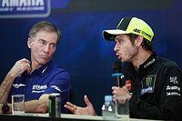 """El padre de Rossi habla de """"traición"""" en su salida de Yamaha"""