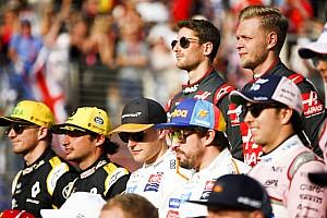 """Compleet verkeerd"" dat topcoureurs geen gebruik maken van coaches, stelt Stewart"