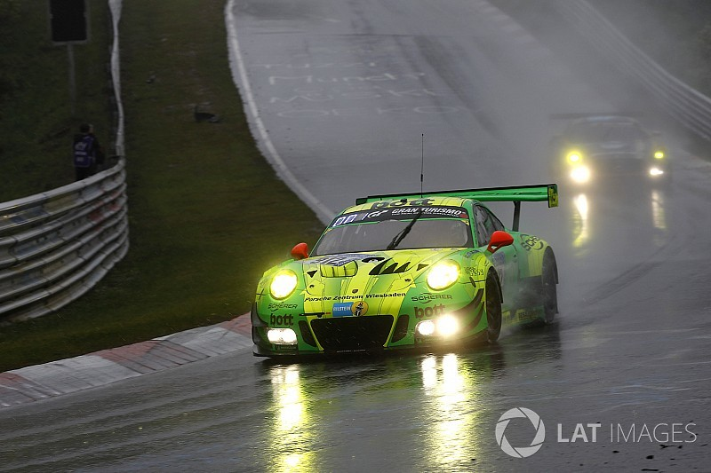 Porsche-Mysterium bei Starkregen: Nachts flop, tagsüber top