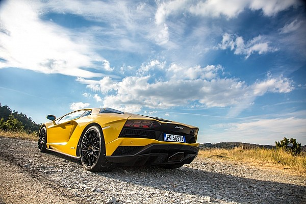 Video: #InStradaCon… Lamborghini Aventador S