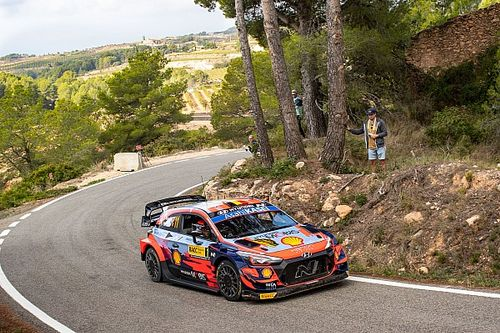 WRC Spain: Neuville closing in on victory as Ogier loses third