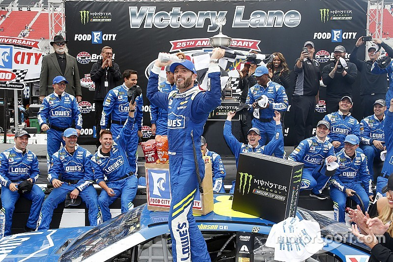 Jimmie Johnson gana en Bristol