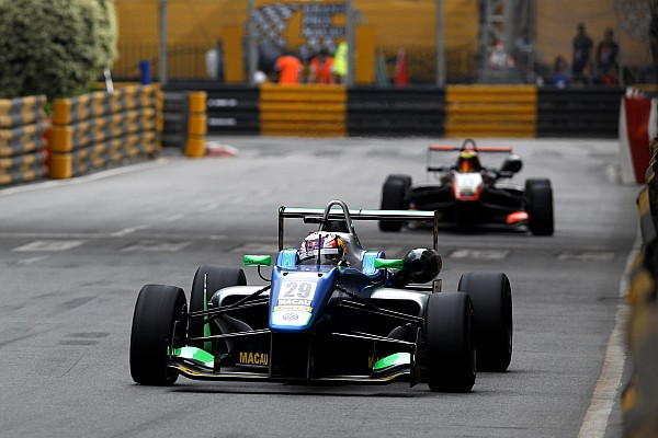 F3 Macau GP: Da Costa passes Ilott to win qualification race