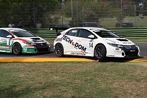 TCR Italia Gara J. Giacon vince la volata con Scalvini nel duello Honda di Gara 1
