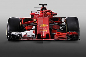 6 слайдерів: порівняння нової і торішньої машин Ф1 Ferrari