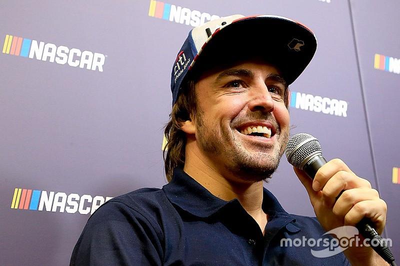 Алонсо и чемпион NASCAR снялись в одном ролике. Это тизер чего-то особенного