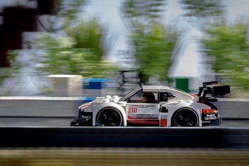 Legendarias fotos de Porsche recreadas con Lego