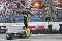 NASCAR Cup: Ryan Blaney, Talladega'da fotofinişle kazandı!