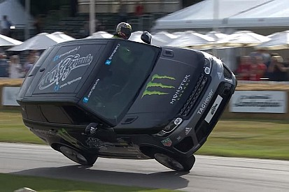 Video: Bu Range Rover Goodwood'u iki tekerlekte geçiyor