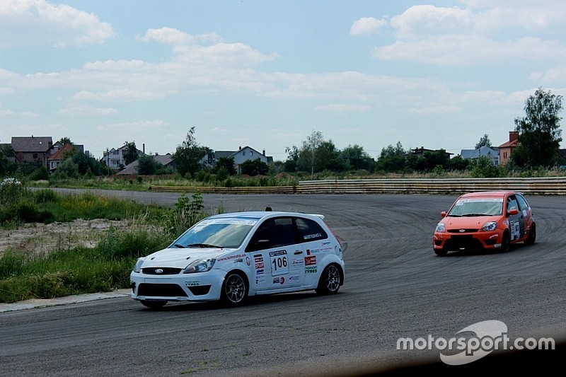 Чемпіонат України з кільцевих гонок: Боротьба продовжиться в суботу