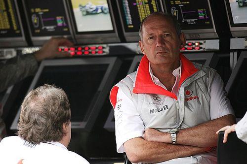 Бывший босс Хэмилтона поставил на победу Ферстаппена в чемпионате