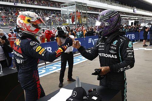 """Hamilton wint: """"Maar dit is een droomresultaat voor Verstappen"""""""